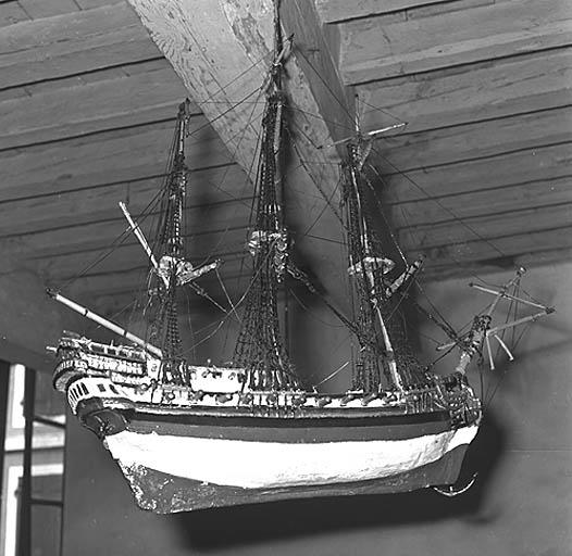 Maquette (ex-voto marin) : navire de la confrérie des mariniers de Moissac