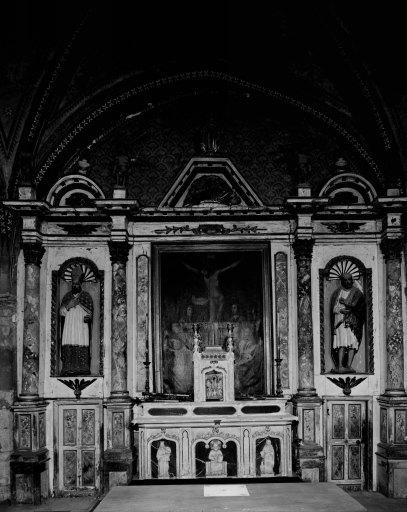 Autel, tabernacle, retable, statues (2), tableau (retable à niche) : saint Hubert, saint Barthélémy, calvaire