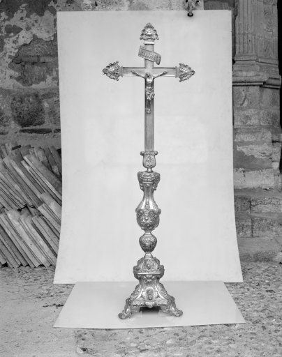 chandeliers d'autel (6), croix d'autel (garniture d'autel)