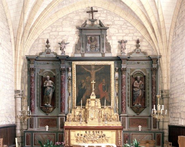 Retable, autel, tabernacle, statue (2), tableau, bas-relief (retable architecturé à niche, tabernacle à ailes, maître-autel) : la Crucifixion, saint Pierre, saint Paul, calvaire, Cène