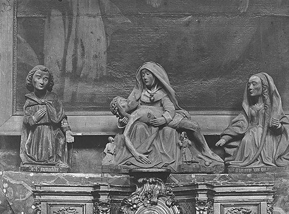 Groupe sculpté (demi-nature) : Vierge de Pitié