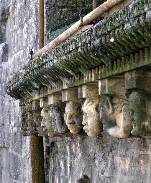 Modillons (19), du mur goutterot des chapelles nord