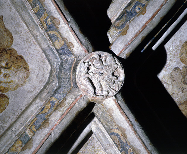 Chapiteaux, consoles, clefs de voûte, fenêtres, ensemble du décor sculpté du massif occidental