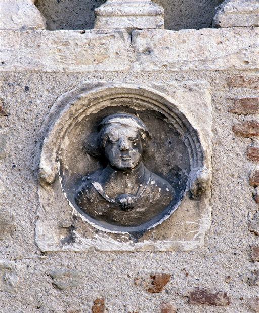 décor sculpté de la façade