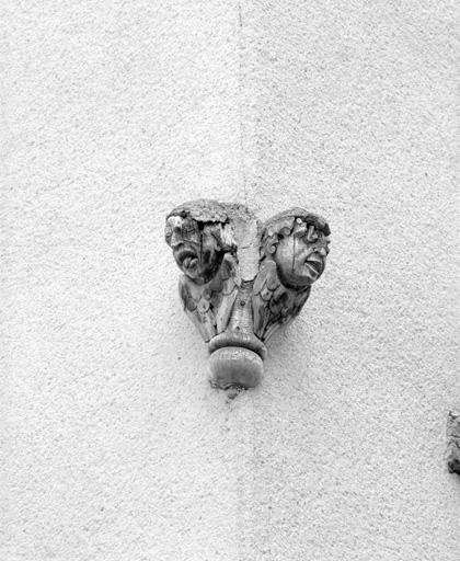 têtes (8) : décor sculpté