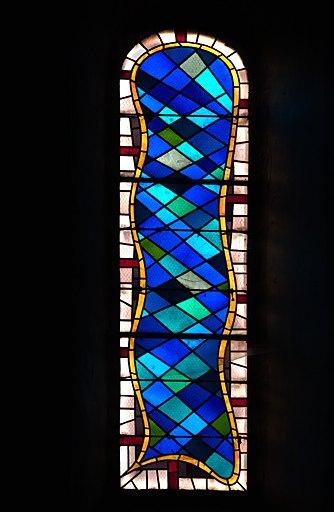 ensemble d'une verrière à personnages et de 2 verrières figurées géométriques (baies 0 à 2) : Saint Etienne, Vierge et Saint Joseph en buste