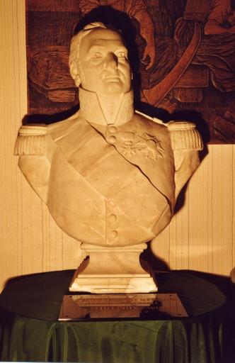 buste (buste à mi-corps sur piédouche, demi-nature) : Portrait de Bertrand, comte Clauzel, maréchal de France (1772-1842)