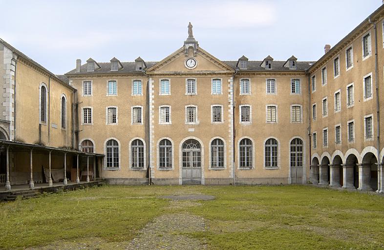Petit séminaire puis Institut Secondaire Libre Saint-Pierre