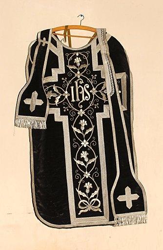 ensemble d'un ornement noir : chasuble, chape, étole et manipule, voile de calice et bourse de corporal