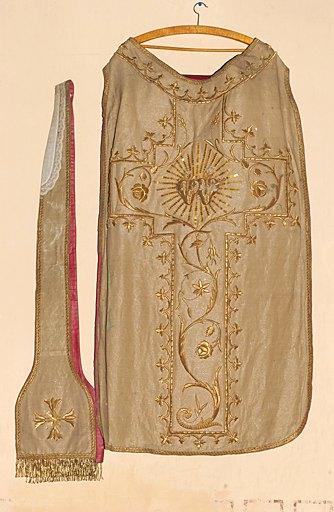 Ensemble d'un ornement en drap d'or, de style néo-gothique : chasuble, chape, étole et manipule, voile de calice et bourse de corporal