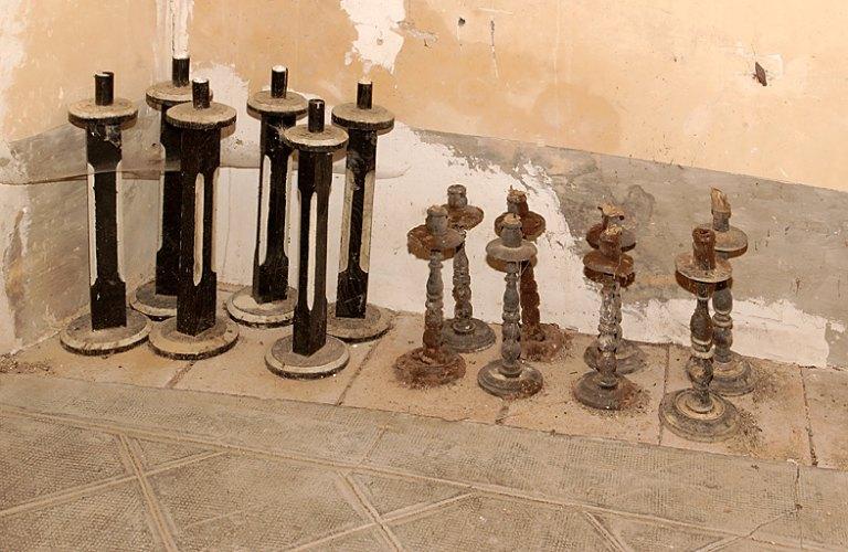 ensemble de 8 chandeliers funéraires