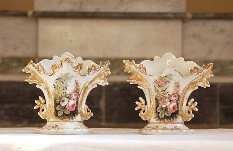 paire de vases d'autel (vase à cornet), de style néo-rocaille