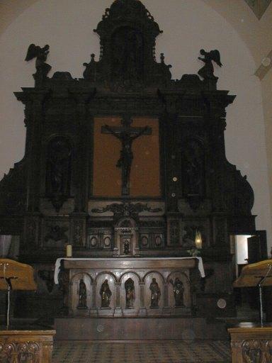 tableau d'autel : Le Christ sur la croix. La Madeleine et la Vierge sont à ses pieds