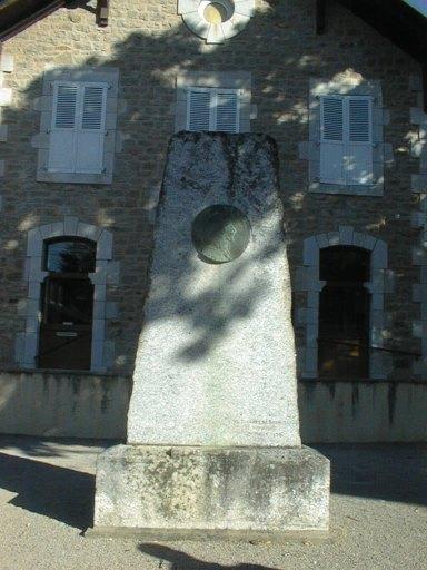 monument commémoratif et son bas-relief (médaillon) en bronze : Portraits en buste du statuaire Denys Puech et du député Louis Puech