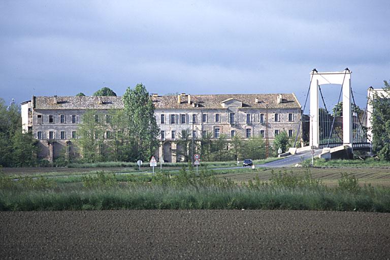 Abbaye de cisterciens de Belleperche, actuellement Musée des arts de la table