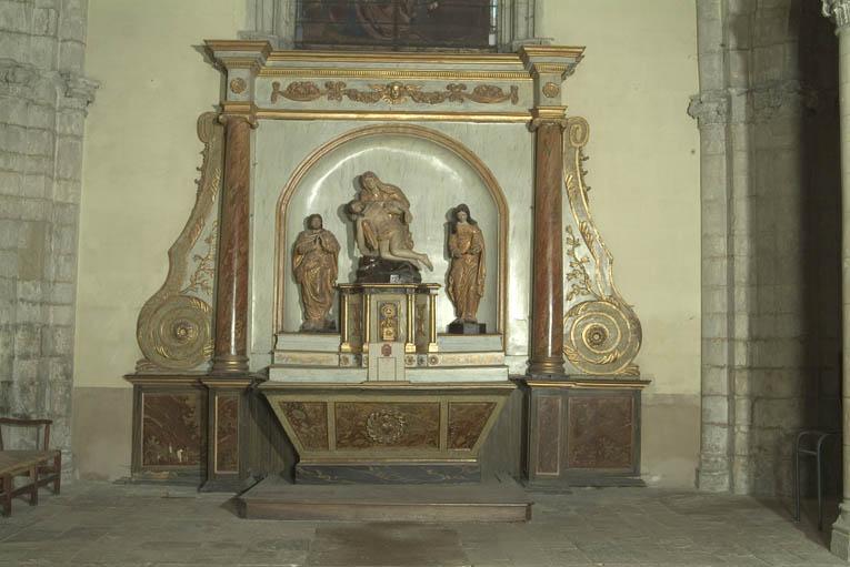 Autel secondaire de la Déploration : autel tombeau, gradin d'autel, tabernacle architecturé et retable architecturé à niche