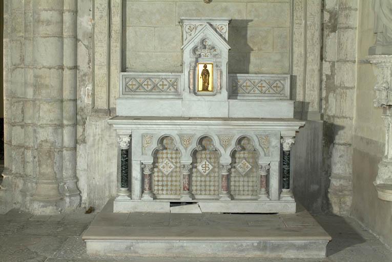 Autel secondaire de saint Joseph : autel tombeau, gradin d'autel et tabernacle architecturé