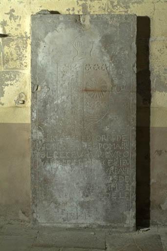 Dalle funéraire de Jean de Pomairols et de son épouse Louise de Soulages Frédault