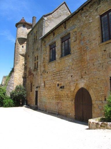 château, actuellement mairie et école