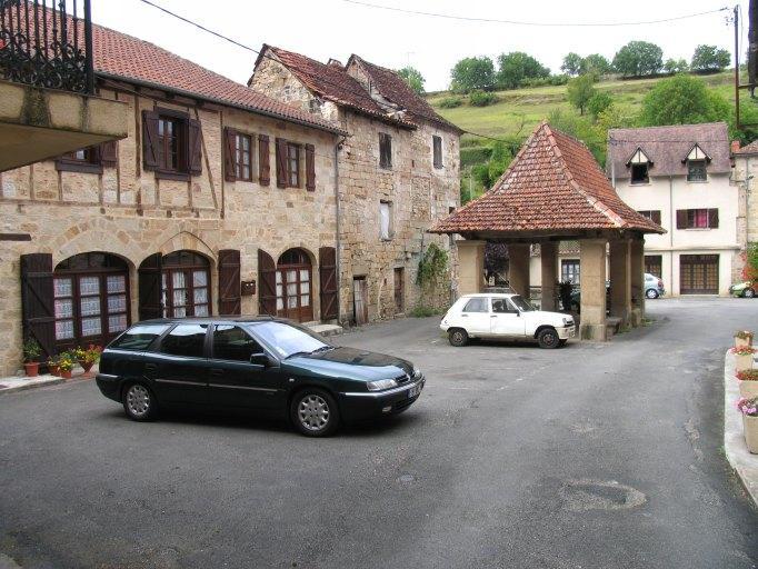 village : bourg monastique