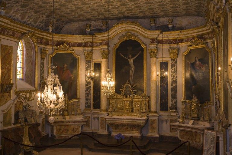 Autels (3), retables (3), tabernacle, tribune, chaire à prêcher, tableaux (7) (autel tombeau, maître-autel) : décor intérieur, style Louis XV