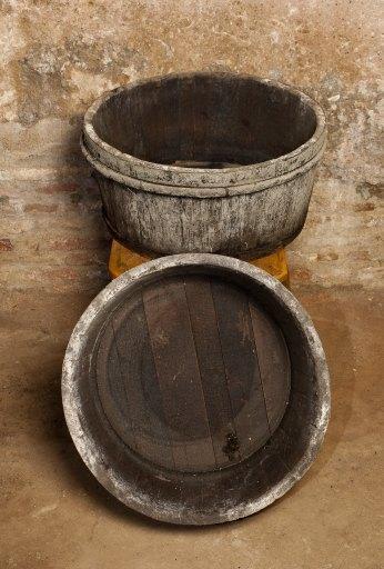 Matériel professionnel : ensemble de 2 bassines vinaires dites aussi seilles