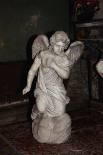 Statues de deux anges adorateurs