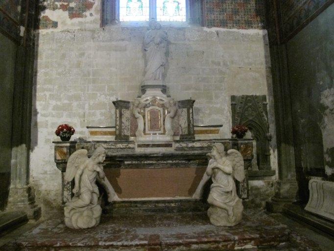 autel et tabernacle de la chapelle d'axe Saint-Joseph