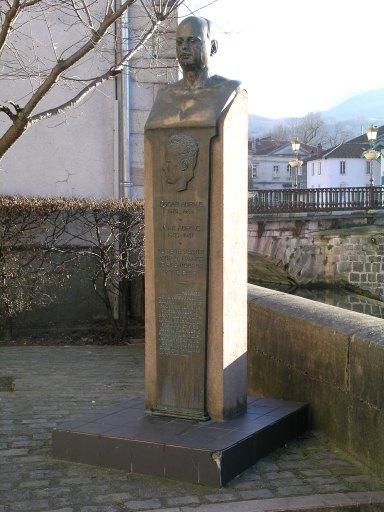 monument commémoratif de la guerre de 1939-1945 dédié à Oscar et Jean Auriac