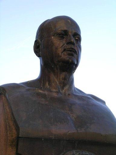 Sculpture dédiée à Oscar et Jean Auriac
