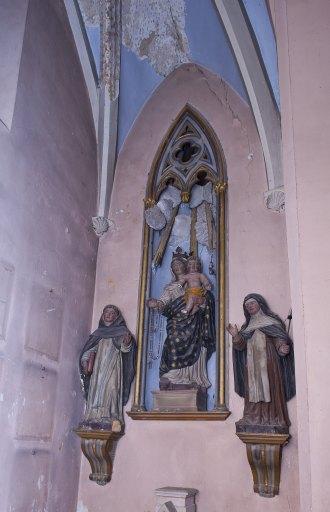 Groupe sculpté : Vierge à l'Enfant donnant le rosaire à Saint Dominique et à Sainte-Catherine de Sienne