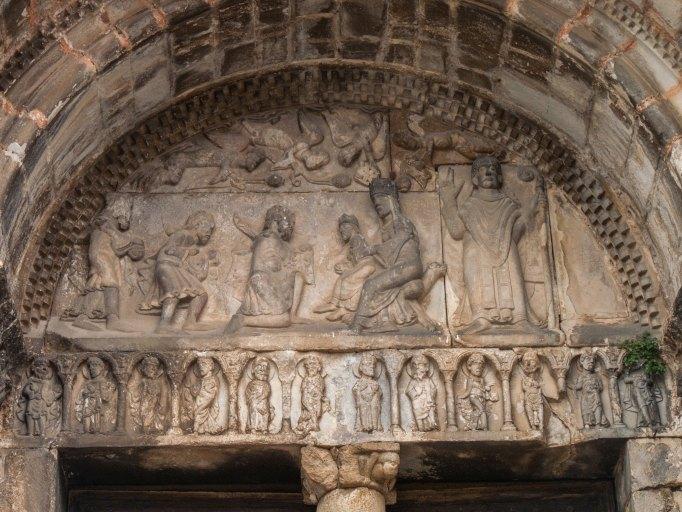 Tympan et linteau du portail ouest : Adoration des Mages
