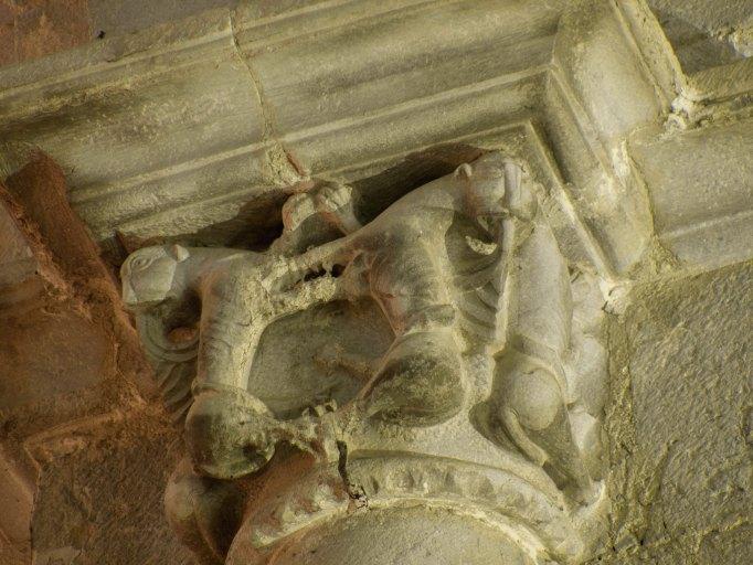 Chapiteaux et culots de la nef romane