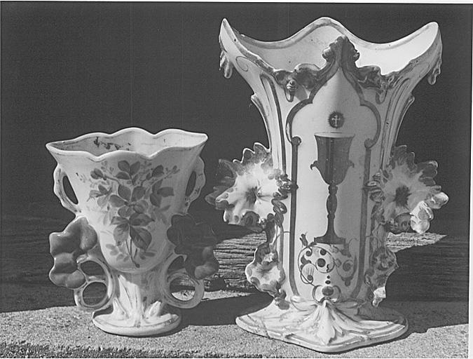 Vase à fleurs et vase d'autel