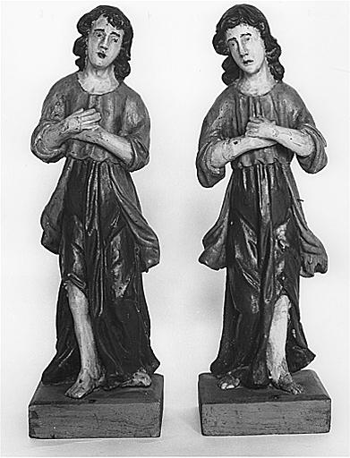 2 statuettes (en pendant) : anges adorateurs