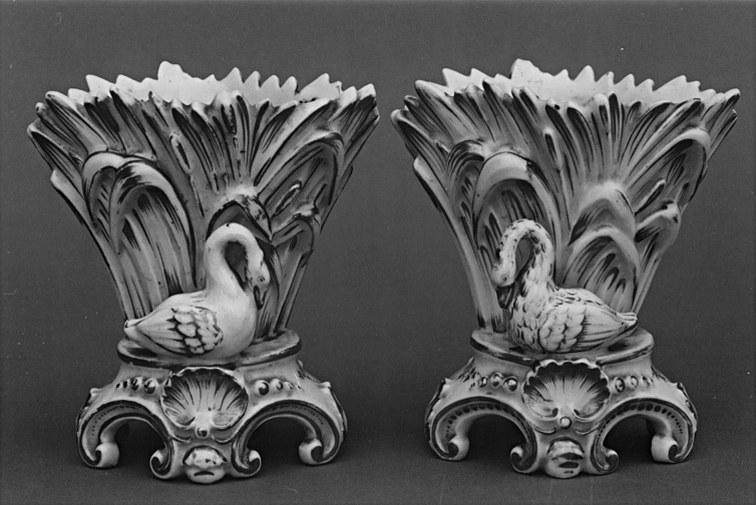 2 vases à fleurs (vases cornets)