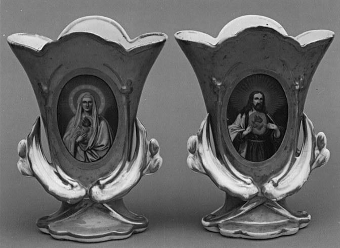 2 vases d'autel (vases cornets)