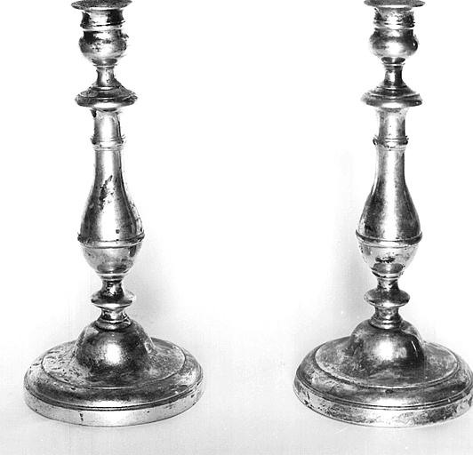 2 chandeliers (flambeaux)
