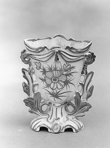 Vase à fleurs (vase cornet)