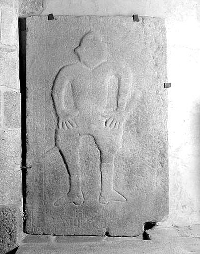 Dalle funéraire d'un seigneur de Châteauvert