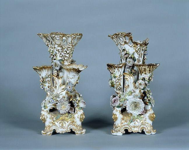 2 vases à fleurs (paire de vases cornets)