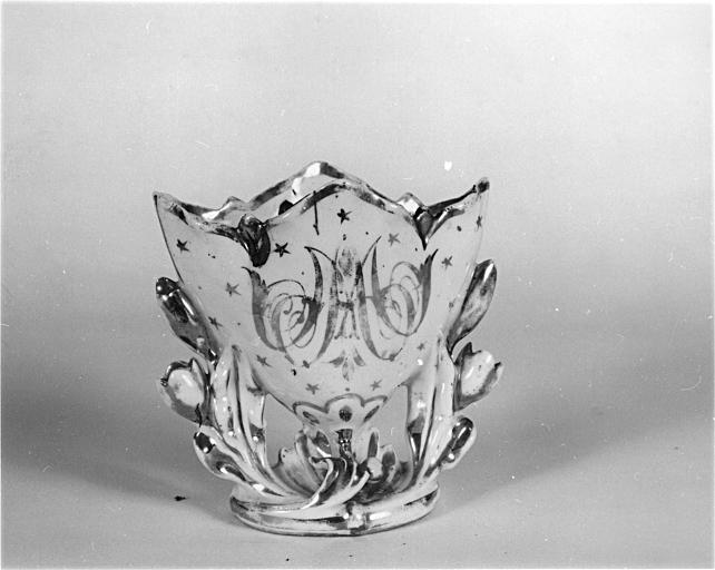 Vase d'autel (vase cornet)