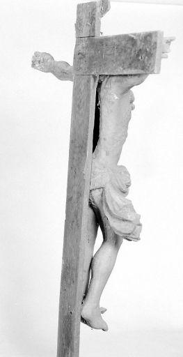 Croix (petite nature) : Christ en croix (retable du maître-autel)