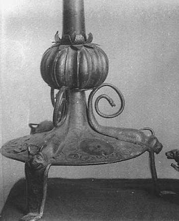 Croix d'autel (?) : pied et noeud
