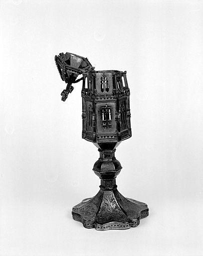 Reliquaire-monstrance (reliquaire pédiculé en forme de tourelle)
