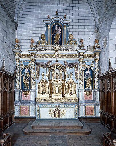 ensemble du maître-autel (autel, gradin d'autel, tabernacle, exposition, retable, 3 statues : sainte Anne, sainte Barbe, Vierge à l'Enfant)