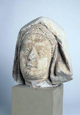 Statue : sainte Elisabeth ?