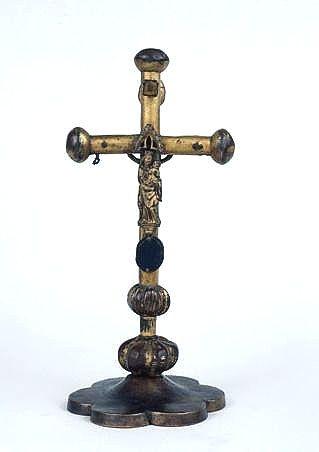 croix de procession transformée en croix d'autel