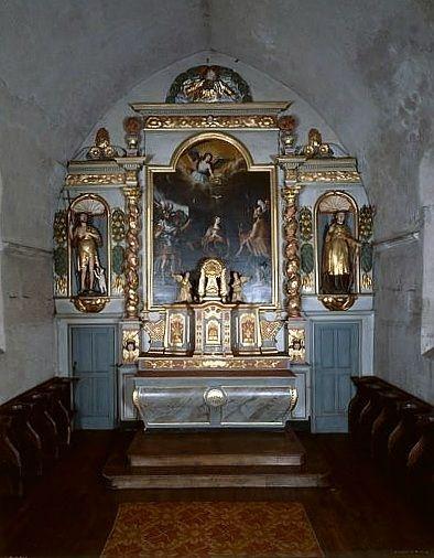 ensemble du maître-autel (autel, gradin d'autel, tabernacle, exposition, 2 statues : anges adorateurs, retable, tableau : le martyre de sainte Eulalie, 2 statues : saint Gilles et saint Jean-Baptiste)