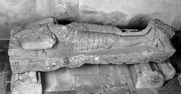 Dalle funéraire : gisant d'un seigneur de Lubersac